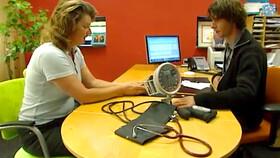 Afbeelding van aflevering: De Stadsdokter: de talgbult,  de duim en de zingende dokter