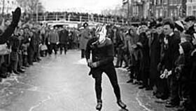 Afbeelding van aflevering: Barre Elfstedentocht 1963 met de winnaar Reinier Paping