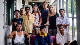 Afbeelding van aflevering: Coosje en Roos in Myanmar.