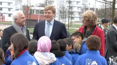 Prins Willem-Alexander plant eerste officiële Koningslinde