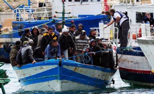 Vluchtelingenstroom overspoelt Lampedusa