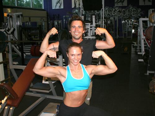 Hij is een Penny meisje, zij is bodybuilder