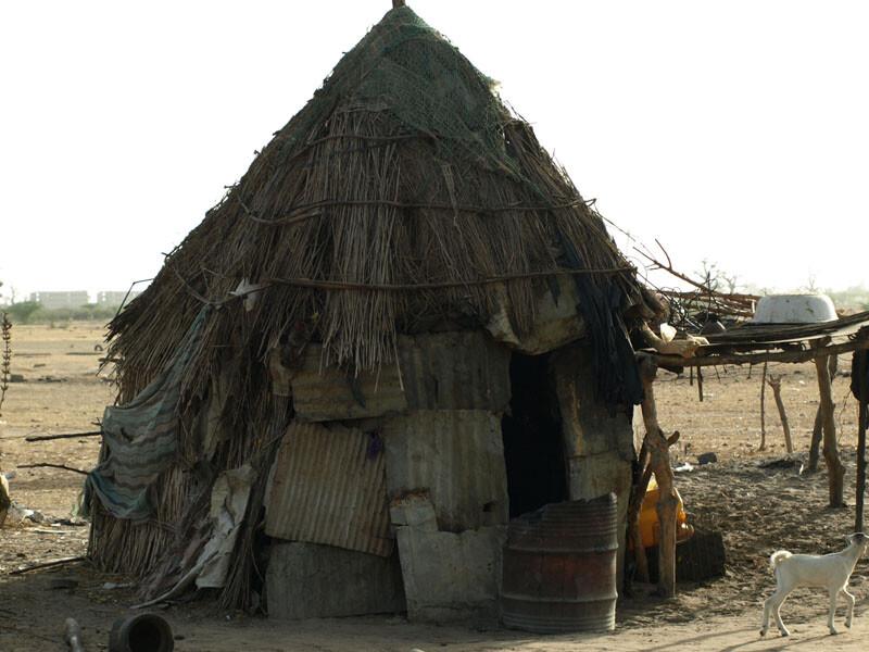 Schooltv huizen in senegal hoe wonen de mensen in senegal - De gevels van de huizen ...