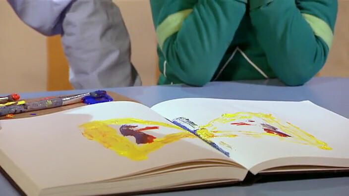 Schooltv stempelen met verf toveren met een boek en verf - Verf een ingang en een gang ...