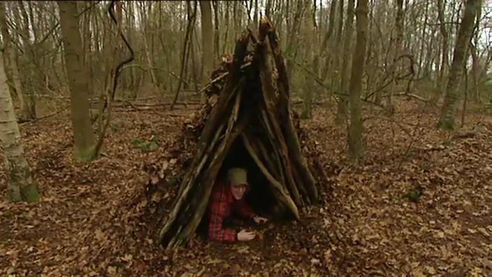Schooltv hoe bouw je een hut in het bos water en winddicht - Hoe een overdekt terras te bouwen ...