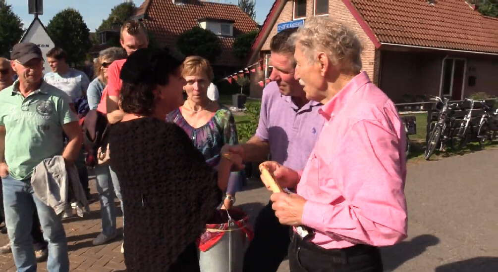 Olke bezoekt een dorpsfeest