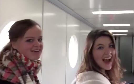 David's dames vloggen op Schiphol