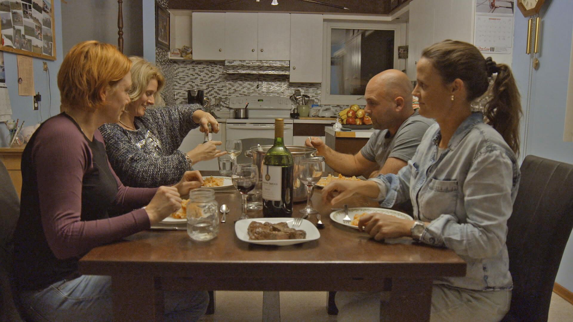 Riks is blij met de drie vrouwen in huis