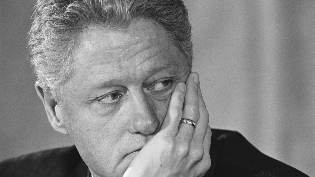 The Clinton Affair - Seizoen 1 Afl. 5 - The Clinton Affair