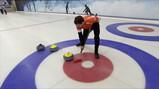 Wat is curling?: Stenen schuiven over het ijs
