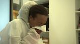 Hoe kun je hygiënisch niezen?: In je hand, je elleboog of een zakdoek?
