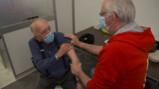 Hoe gaat vaccineren?: Veel prikken voor veel mensen