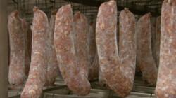 Hoe wordt droge worst gemaakt?: Vlees in een velletje