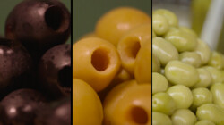 Wat is het verschil tussen groene en zwarte olijven?: Olijven in een bijtend badje