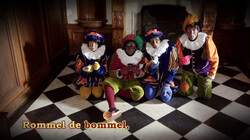 Rommeldebommel: De pieten zingen een Sinterklaasliedje