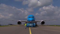 Wat gebeurt er als een vliegtuig op Schiphol landt?: Inparkeren, tanken en laden en weer opstijgen