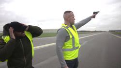 Hoe verjaag je vogels op Schiphol?: Levende vogelverschrikkers op het vliegveld
