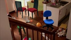 Dansende stoelen zetten het huis op stelten: Stoelen dansen
