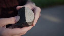 Een meteoriet valt in Nederland: Een brokstuk uit de ruimte door het dak