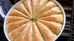 Hoe wordt baklava gemaakt?: Gebak van dunne lagen deeg, pistachenoten en roomboter