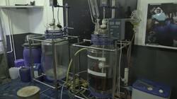Hoe ziet een drugslab eruit?: Rommel, pillen en een plasticachtige lucht