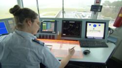 Wat doet de luchtverkeersleiding?: Vliegtuigen veilig laten landen en opstijgen