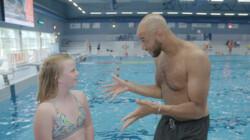 Hoe wordt een zwembad schoongemaakt?: Zwemmen in 20 liter plas