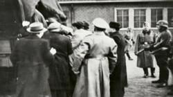 Joden worden weggevoerd: Naar werkkampen in Duitsland