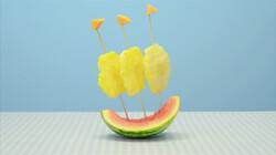Een bootje van meloen: Met zeilen van ananas
