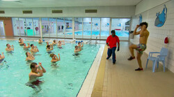 Kun je zweten onder water?: Een experiment in het zwembad