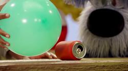 Een proefje met een ballon en een blikje: Met Wijze Varen en Woezel