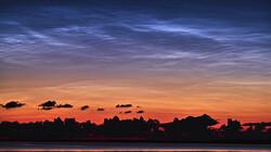 Wolken kijken: lichtende nachtwolken: Prachtige kleuren door kosmische stofdeeltjes