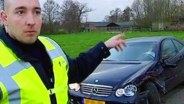 Het Politiebureau - De Voetbalwedstrijd, De Vreemde Automobilist En De Buurvrouw