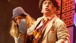 Elly En De Wiebelwagen - Poep Op Het Podium