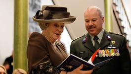 Blauw Bloed - Koningin Bezoekt Oud-militairen Bronbeek