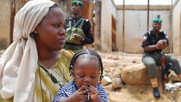 Door De Wereld - Donner Helpt En Christenen In Nigeria