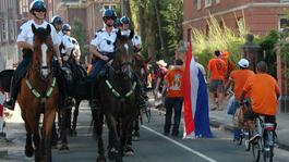 Politie te Paard Intocht van Sint in Amsterdam
