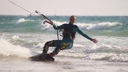 Alles Voor Je Kind - Kitesurfer Isabeau