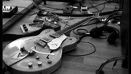 Het Uur Van De Wolf - Talking Guitars - Meestergitaarbouwer Flip Scipio