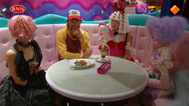 WTF?! Chris in het Kawaii Monster Café