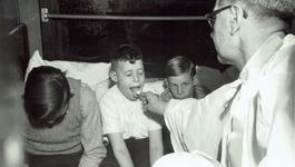 Andere Tijden - Kinderbedevaart Naar Lourdes