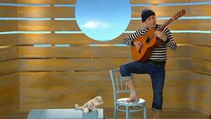 Schipper speelt gitaar
