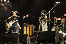 Mumford & Sons: Live from South Africa - Dust and Thunder