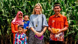 Koningin Máxima bezoekt maïsboeren Indonesië