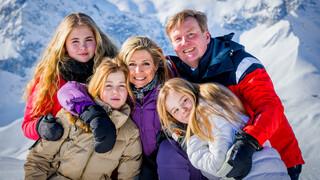 Blauw Bloed Koninklijk gezin poseert in ijskoud Lech