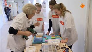 Beatrix verrast kinderen in Amersfoort op klussendag NLdoet