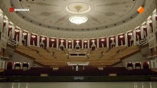 Maurice bezoekt een van de grootste theaters van Rusland