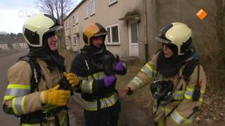 Hoe oefent de brandweer met het blussen van een brand?