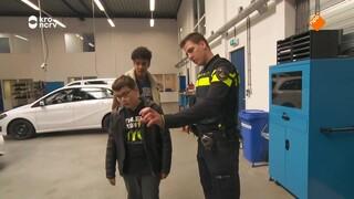 Hoe maak je van een gewone auto een politieauto?