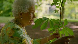 Blauw Bloed - Koningin Elizabeth Geeft Uniek Interview In Paleistuin
